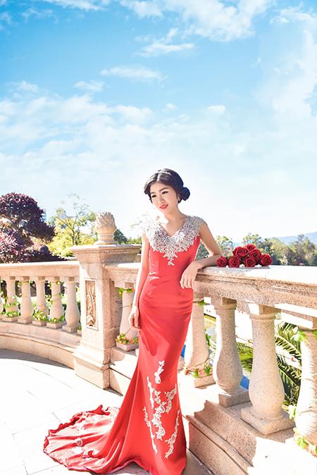 帝卡洛婚纱展示红裙05